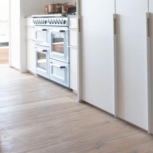 Cocina moderna con el toque natural de la madera de roble
