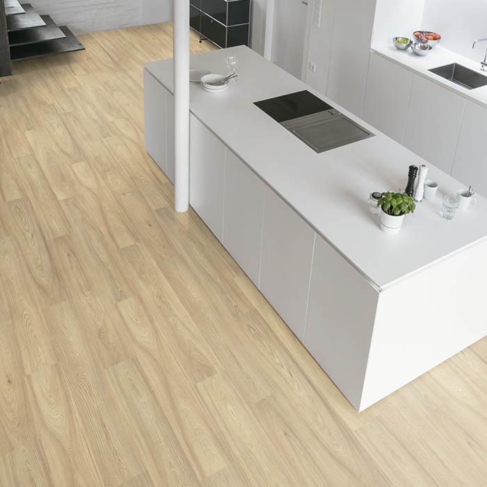 suelo-laminado-claro-para-cocina