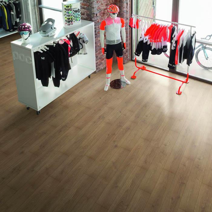 suelo-laminado-oscuro-para-tienda