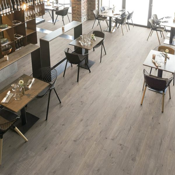 suelo-laminado-gris-para-restaurante