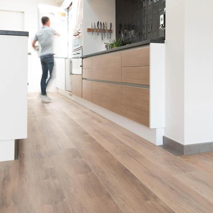 suelo vinílico claro cocina