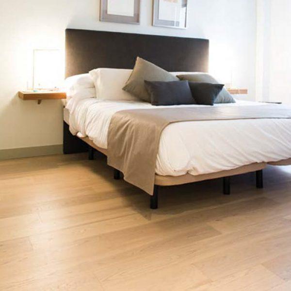 suelo madera barnizado