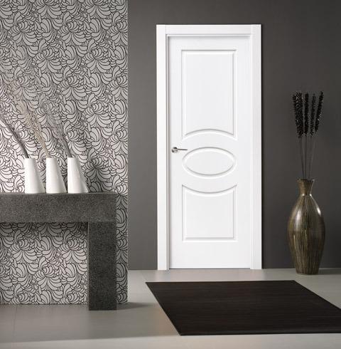 Puerta lacada blanca de estilo clásico