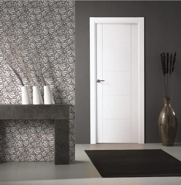 Puerta de interior moderna con acabado lacado blanco