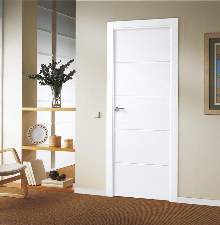 Puerta lacada blanca de diseño discreto