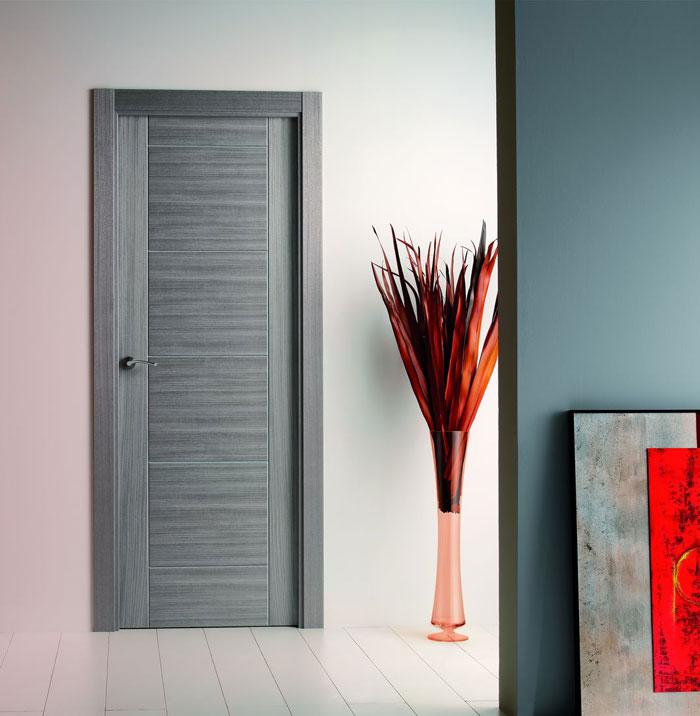 Puerta laminada imitación madera gris