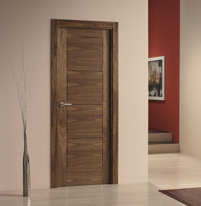 Puerta laminada imitación madera oscura