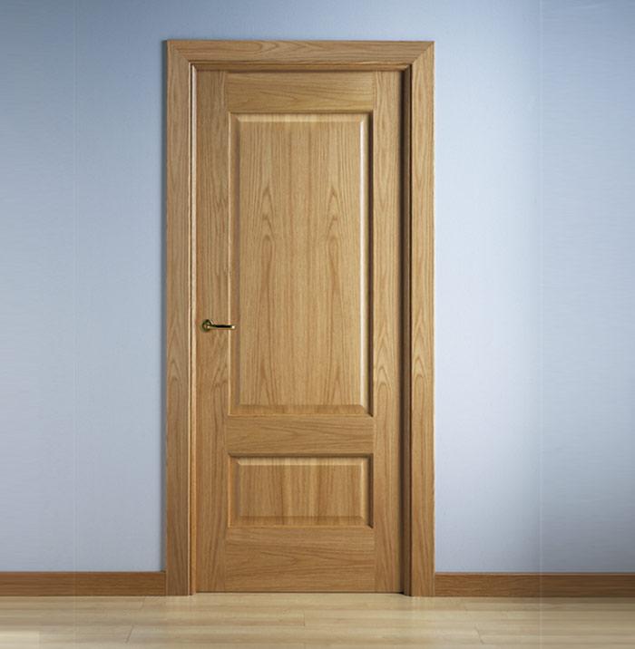 Puerta laminada con molduras