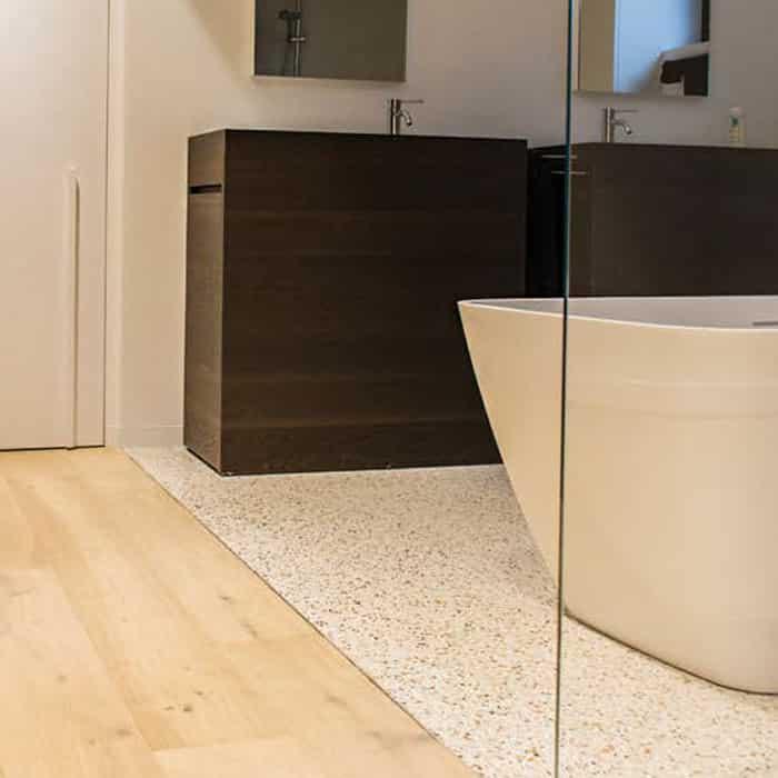 Suelo de madera para baño