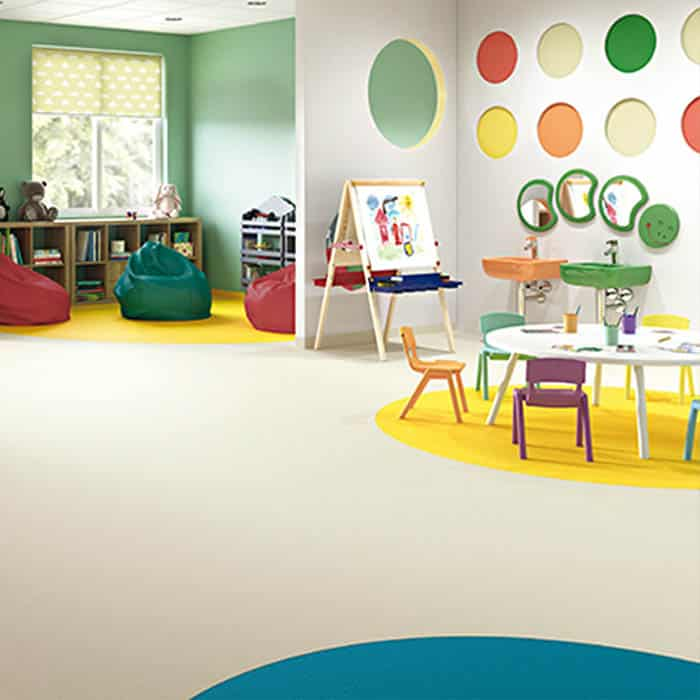 suelo de vinilo para escuela infantil