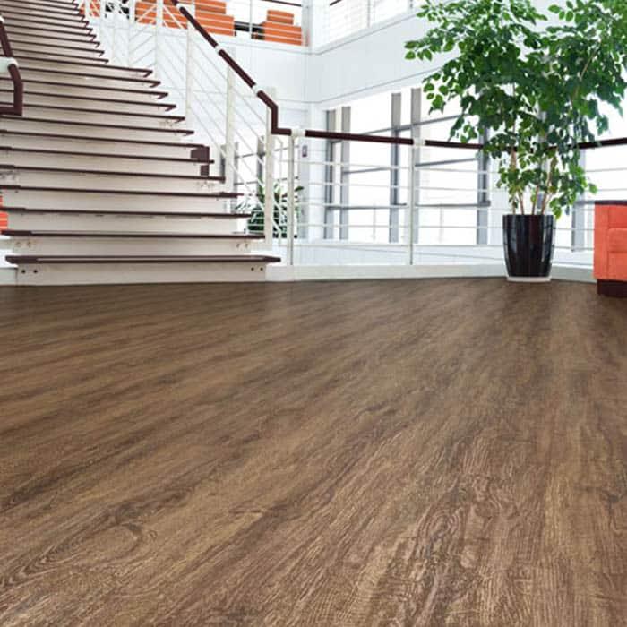 suelo vinílico para oficina
