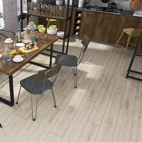 suelo laminado claro para cocina